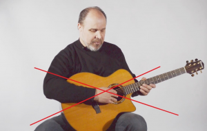 gitara-desine-ranka-klaida