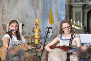 Su gitara groja Gintare ir Giedrime