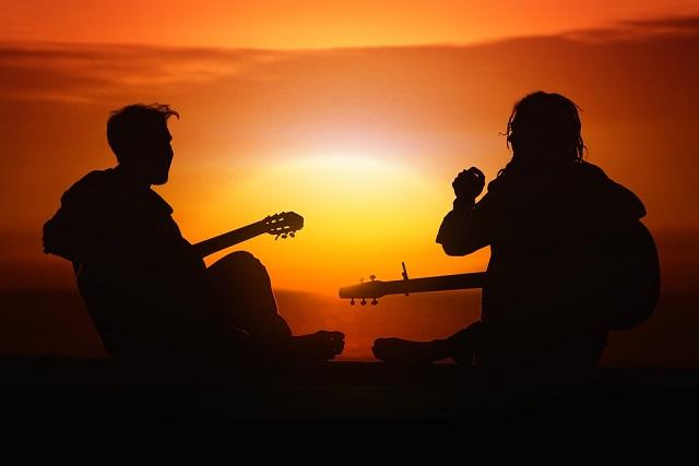 Vakaras su gitara